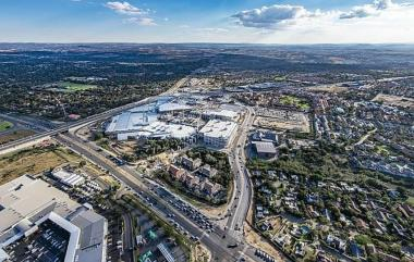 At 178,000m², from 85,000m², the Fourways Mall is now larger than Pretoria's Menlyn Park at 169,000m², Sandton City, the 131,000m² Mall of Africa in Waterfall and the 166,636m² Gateway Theatre of Shopping in Durban.