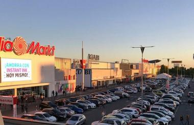 Vukile Property Fund has bought a portfolio of nine high-quality, newly-built retail parks across Spain, in a deal said to be worth nearly R3bn.