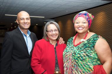 Seen at the meeting, Sapoa CEO Neil Gopal with Executive Mayor of the City of Cape Town Patricia de Lille and Sapoa President Nomzamo Radebe.