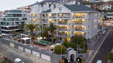 Romney Park, previously a five-star all-suite hotel in Green Point, now offers for fully furnished apartments.