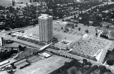The catalyst for Sandton's dramatic growth was Sandton City shopping centre, which opened in 1973.