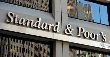 Standard and Poor's (S&P) credit rating agency has kept its assessment of the South Africa's sovereign credit rating unchanged but with an outlook on negative.