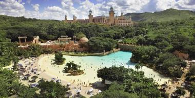 Sun International is to spent R800m in an attempt to revitalize its resort town of Sun City in the North West province.