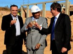 Barloworld Automotive CEO Martin Laubscher, Dr Richard Maponya of the Maponya family, and Dr Johan van Zyl at the sod-turning ceremony for the creation of Soweto Toyota, a joint venture between Barloworld Automotive and the Maponya family